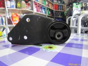 3 Replacing the engine mount 2109 300x225 Замена подушек двигателя ваз 2109, передней, боковой и коробки